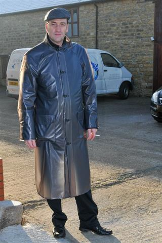 RA05 - Mens Traditional Raincoat
